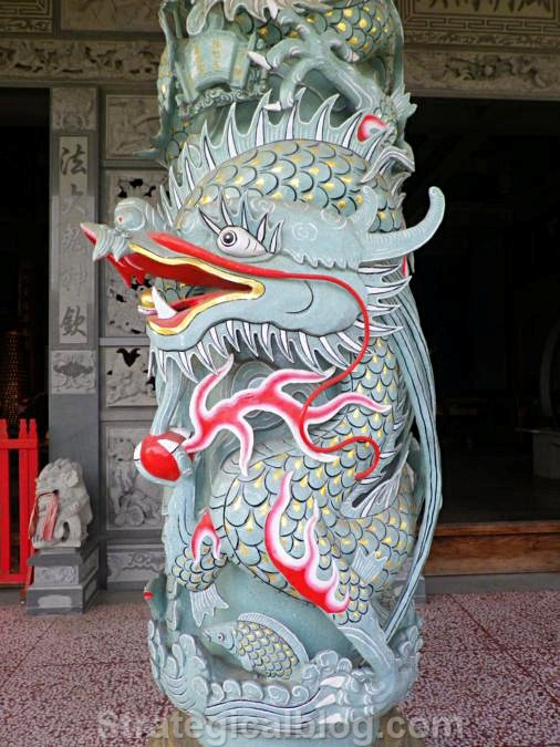 taichung dragon temple column