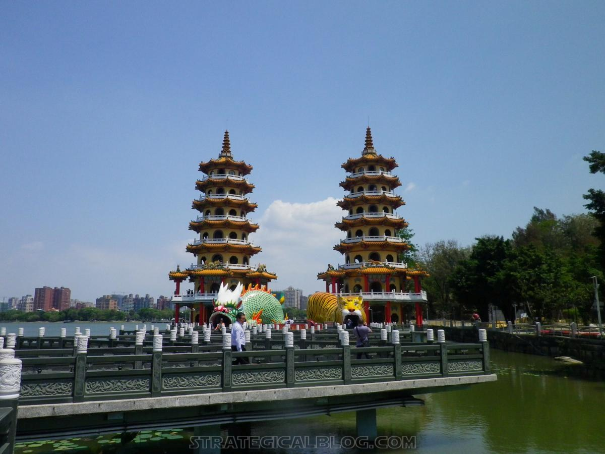 kaohsiung lotus pond strategicalblog travel asia (1)