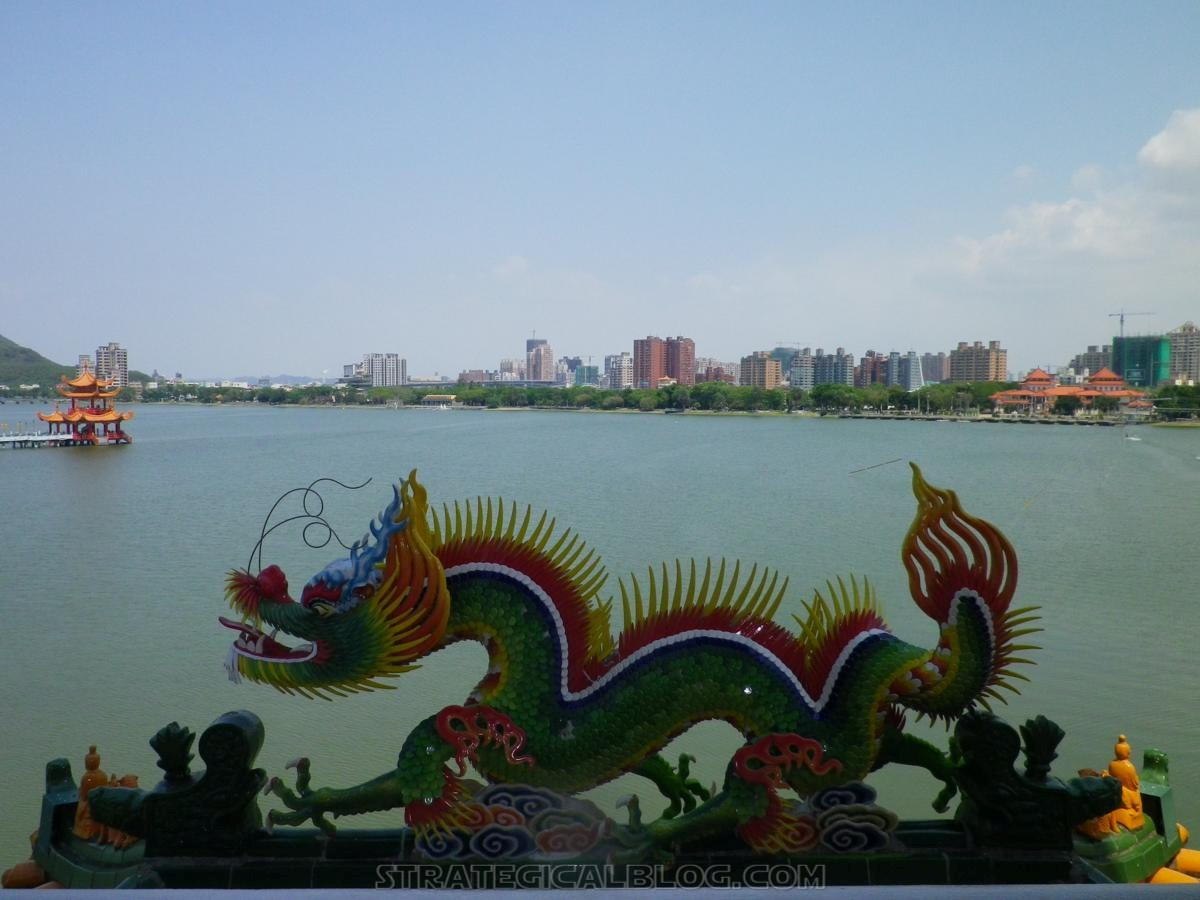 kaohsiung lotus pond strategicalblog travel asia (11)