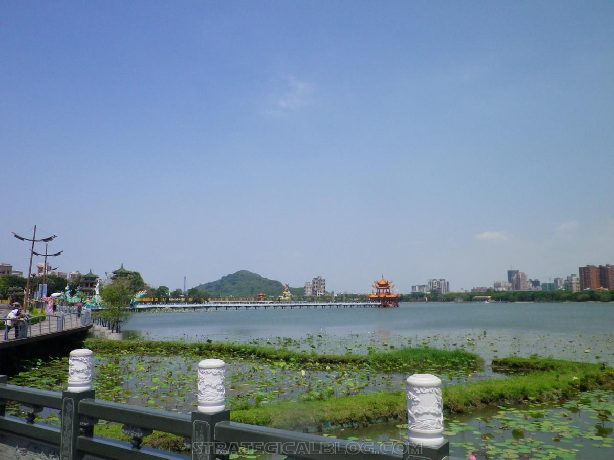kaohsiung lotus pond strategicalblog travel asia (2)