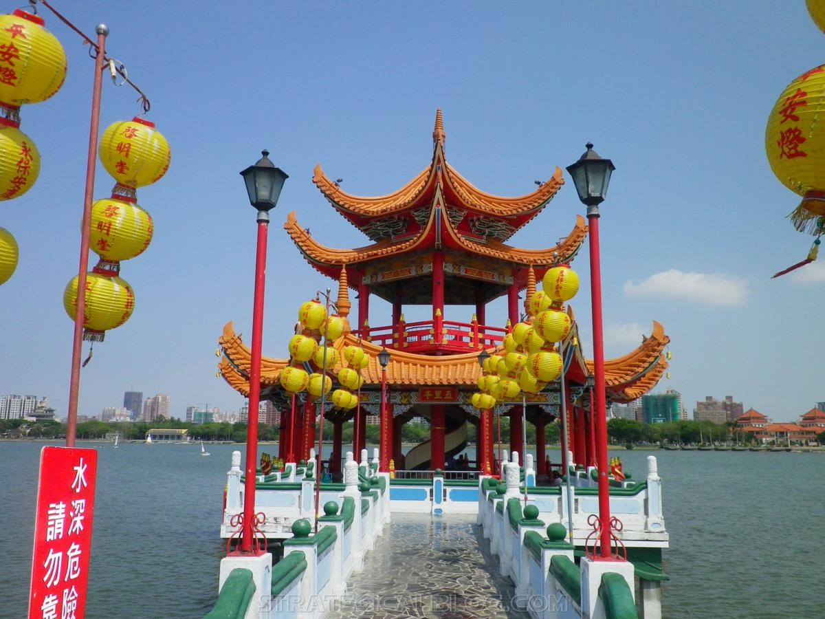 kaohsiung lotus pond strategicalblog travel asia (49)