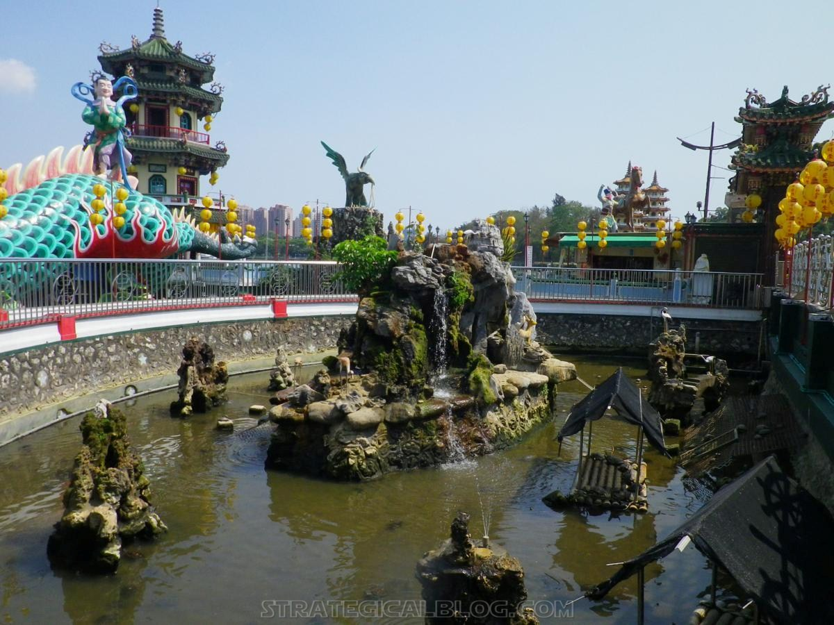 kaohsiung lotus pond strategicalblog travel asia (57)