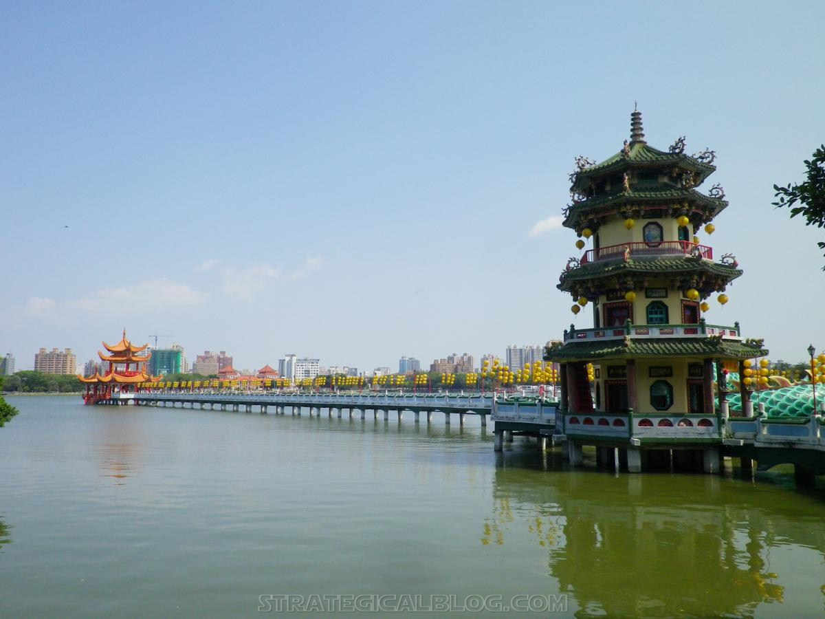 kaohsiung lotus pond strategicalblog travel asia (69)