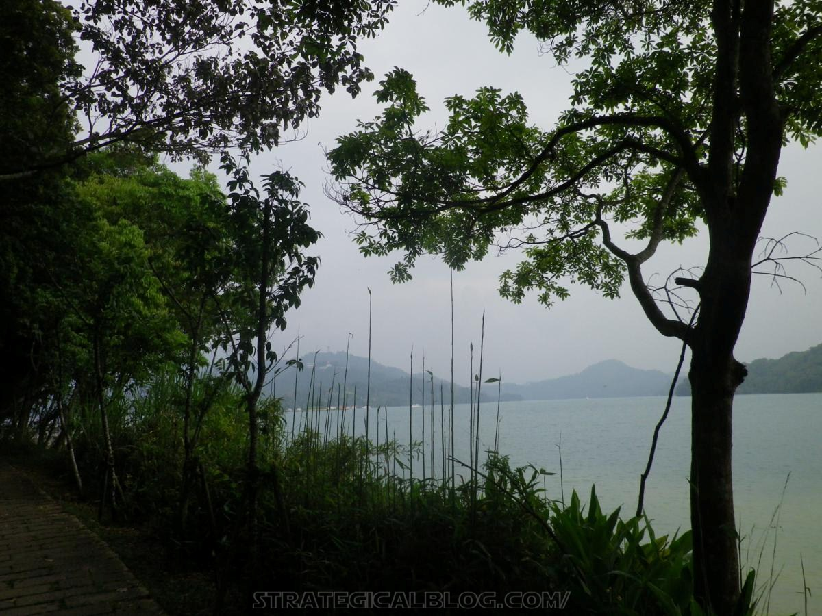 real ugly sun moon lake (12)