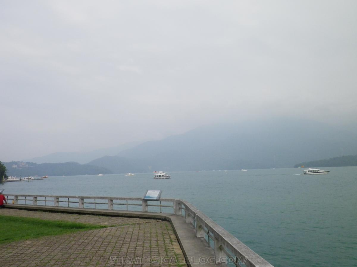 real ugly sun moon lake (14)