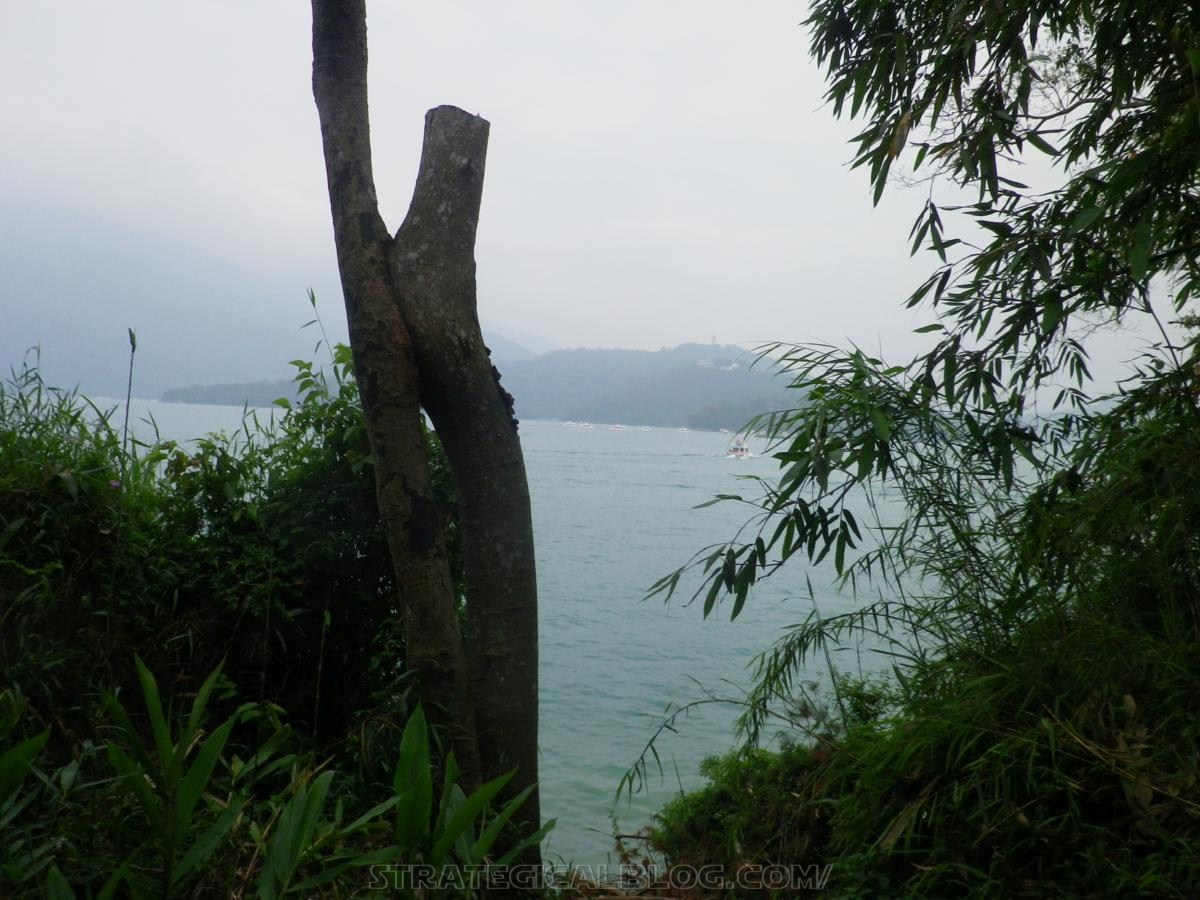 real ugly sun moon lake (18)