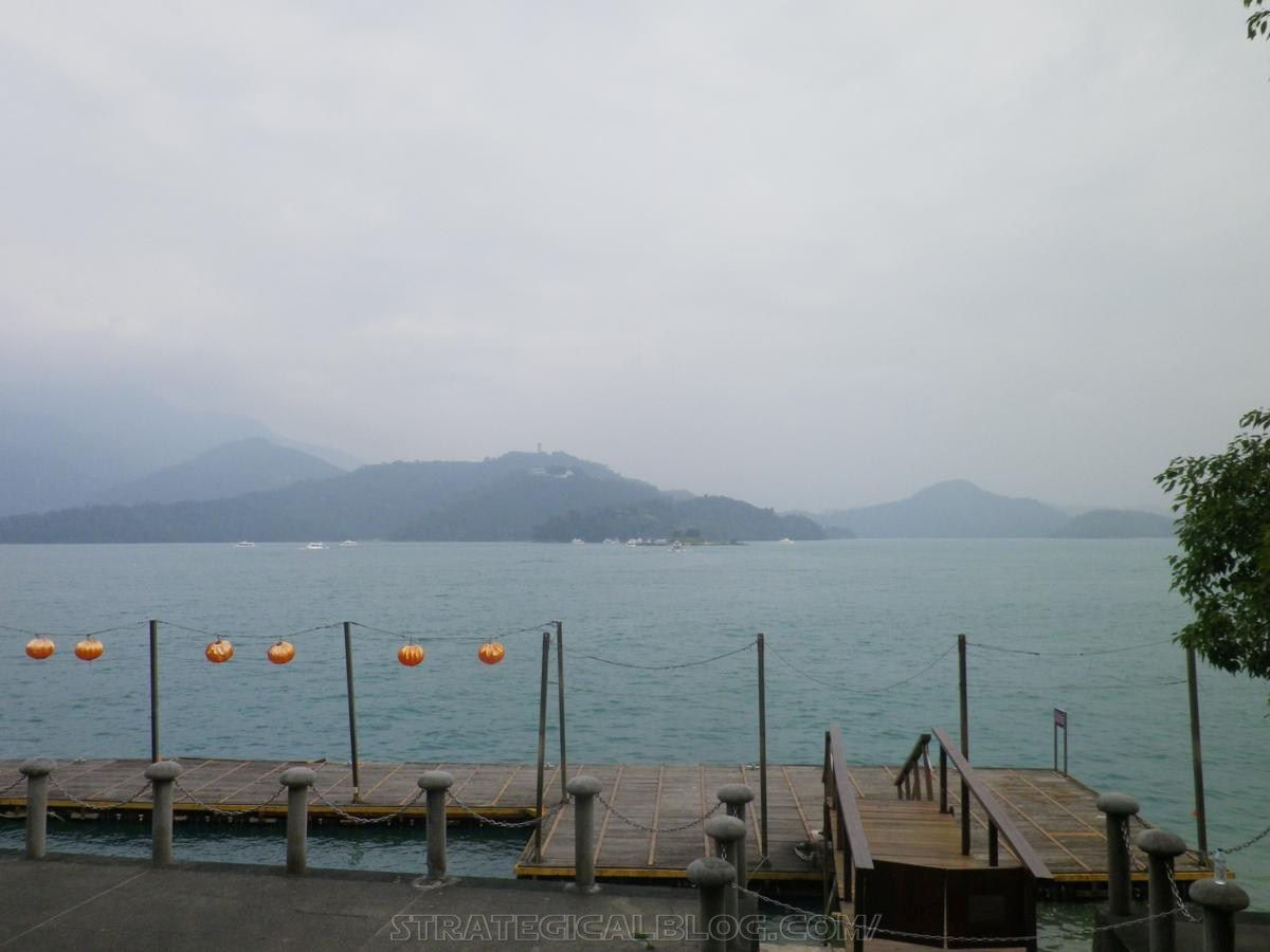 real ugly sun moon lake (19)
