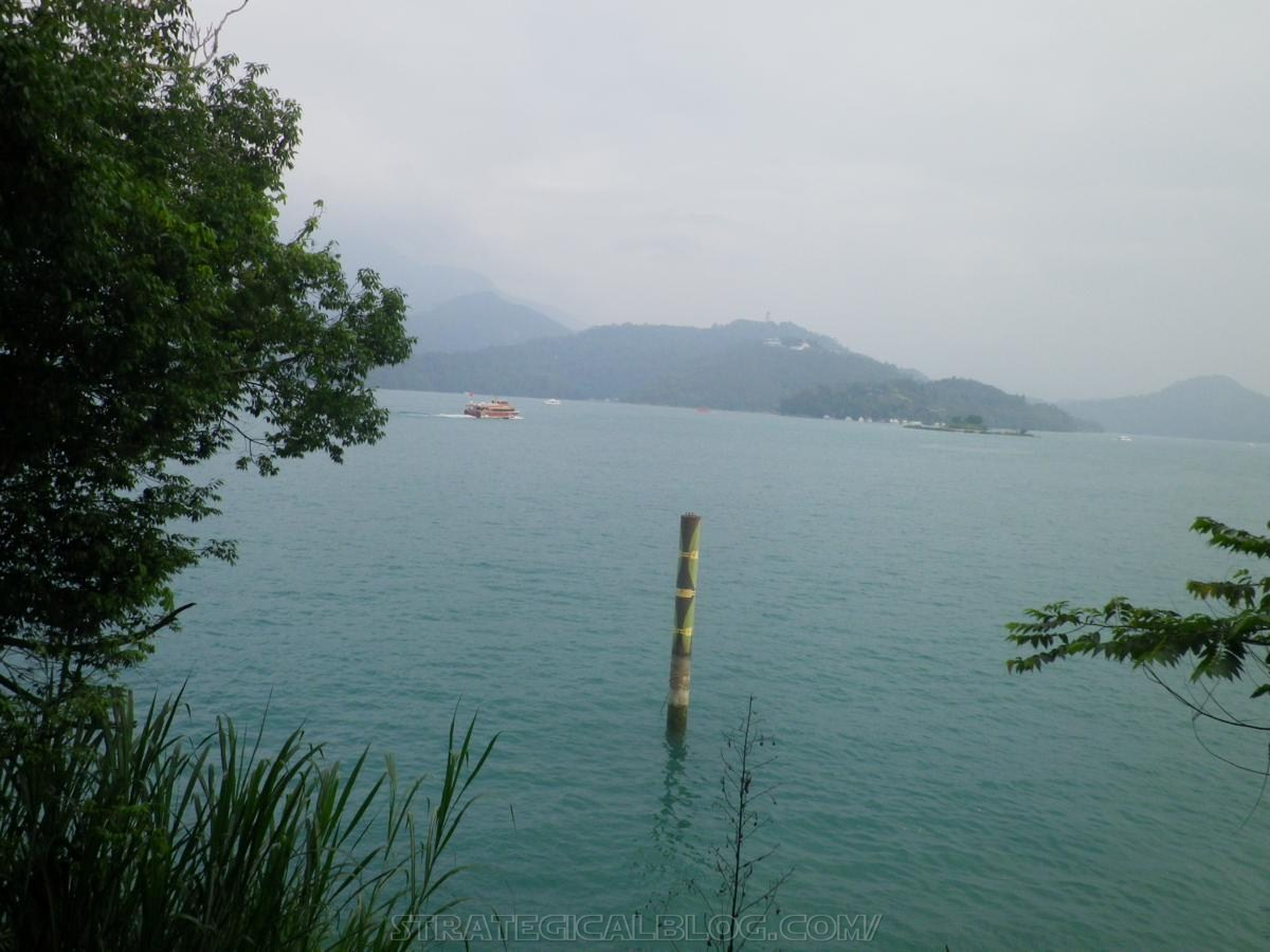 real ugly sun moon lake (21)