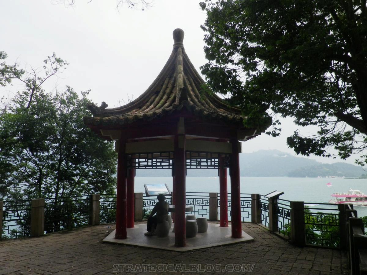 real ugly sun moon lake (24)