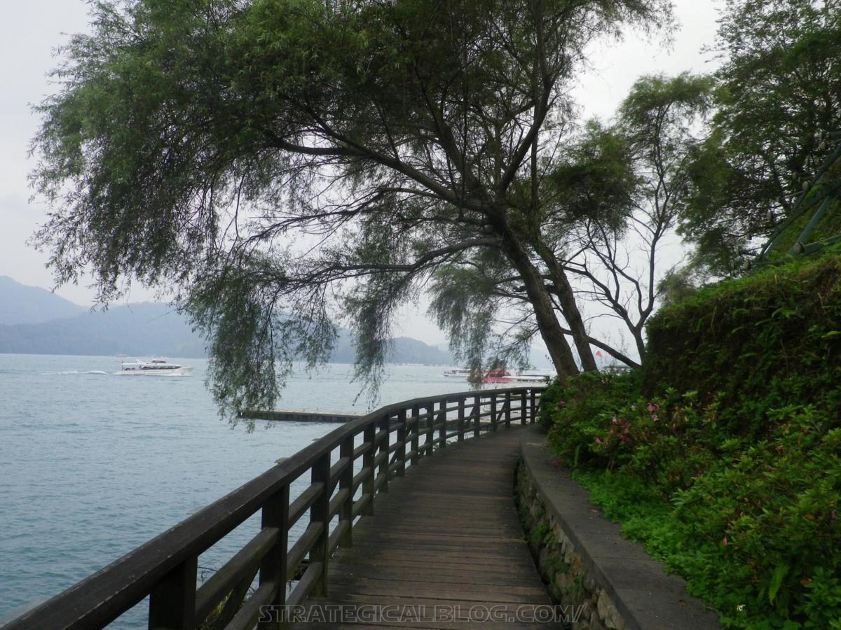 real ugly sun moon lake (33)
