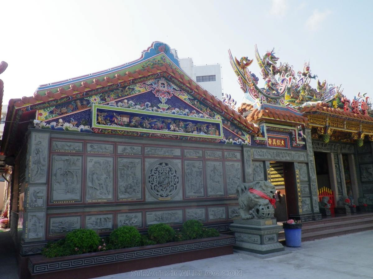 kaohsiung temple taiwan travel blog (7)