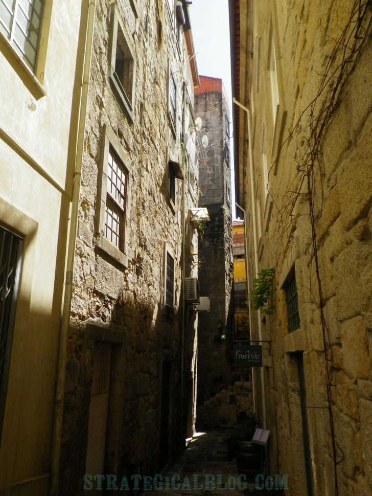 photo old streets porto portugal (4)